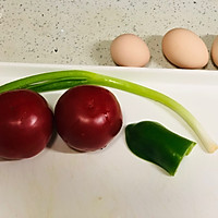 西红柿鸡蛋面#母亲节,给妈妈做道菜#的做法图解1