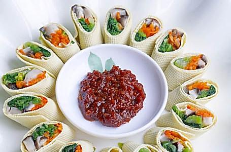 不次于肉肉滴东北素食--素丝卷 的做法