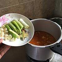 西红柿炖牛腩(汤很好喝哦)的做法图解7