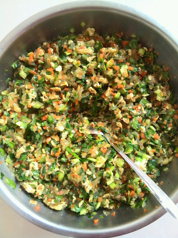 鸡蛋韭菜饺子馅的做法