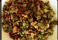 酸黄瓜炒肉丁的做法
