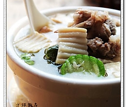 大骨蘑菇丝瓜汤的做法