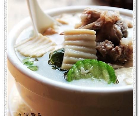 大骨蘑菇丝瓜汤