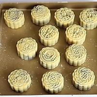 广式莲蓉蛋黄月饼#手作月饼#的做法图解12