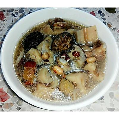 四季莲藕花菇芡实猪骨汤