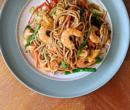 海鲜炒面~ 吃得好一点也算正能量的做法