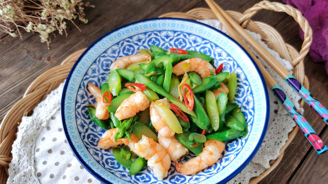 简单又好吃的下单菜,鲜虾炒芦笋的做法
