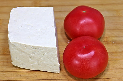 豆腐里加2个西红柿,太香了,每次上桌连汤汁都不剩!