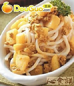 洋芋咖哩酱面的做法