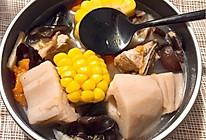 莲藕玉米炖排骨的做法