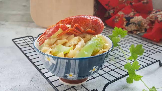 蒜香小龙虾焖面的做法