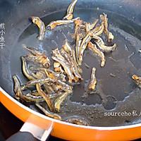 小鱼干炒胡萝卜的做法图解6