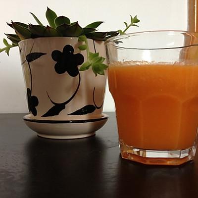 瘦身饮--苹果菠萝胡萝卜汁