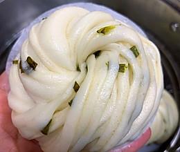 超详细步骤葱油花卷,一个接一个的做法