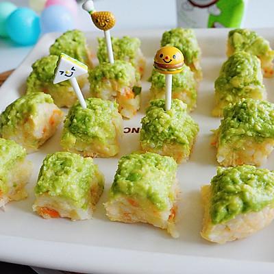 萌绿三文鱼牛油果饭团