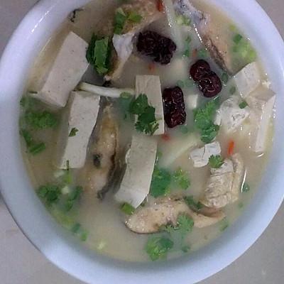 月子鲢鱼豆腐汤