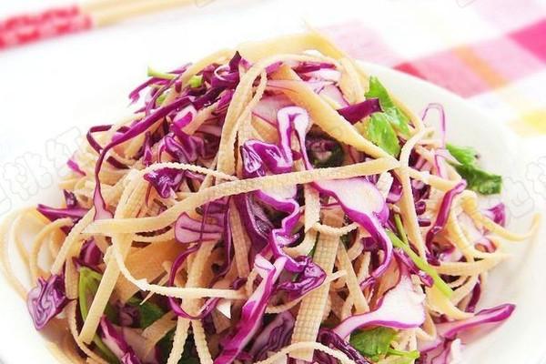 紫甘蓝拌豆腐丝的做法
