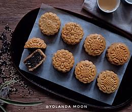 莲蓉瓜仁月饼的做法