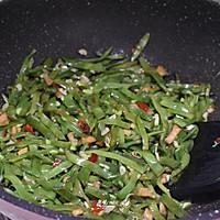 #一人一道拿手菜#剁椒萝卜干炒扁豆的做法图解6