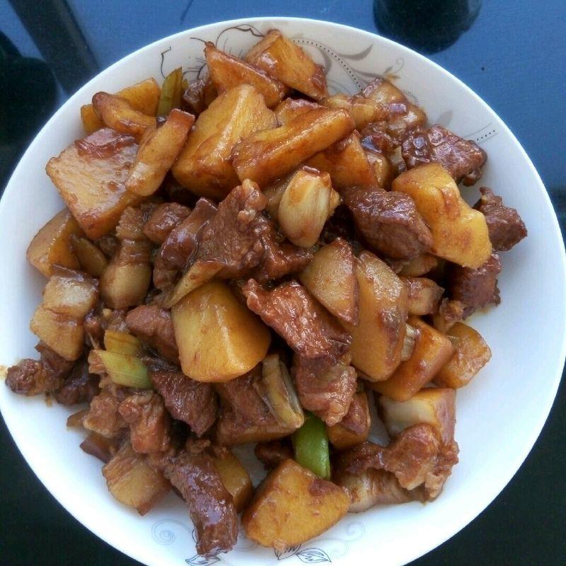 独家土豆红烧肉