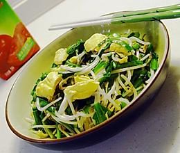 银芽绿韭炒鸡蛋的做法