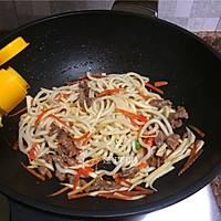 杂蔬牛肉炒乌冬面的做法图解8