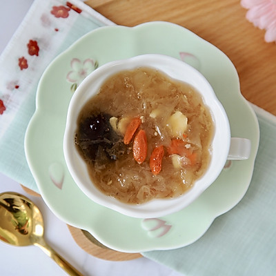 银耳莲子汤