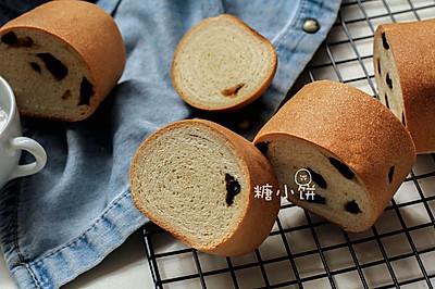【葡萄干木材面包】