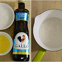 橄榄油鸡蛋米粥——为宝宝打造健康又营养的辅食的做法图解1