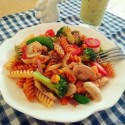 鸡肉蔬菜炒意面