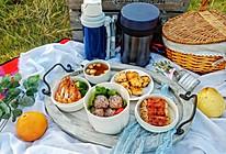 普罗旺斯烤虾+金针菇培根卷+水煮西兰花+饭团+水果茶热饮的做法
