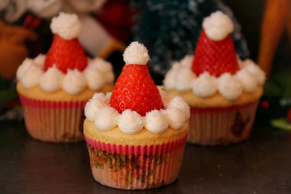 圣诞海绵纸杯蛋糕#安佳烘焙学院#的做法