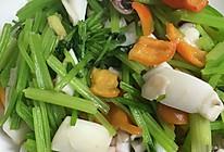 墨鱼炒芹菜的做法