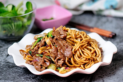 孜然牛肉炒拉条 家常面条百吃不厌的美味做法