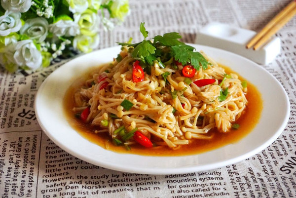 夏天餐桌家常菜:凉拌金针菇的做法