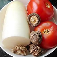 香菇番茄萝卜汤的做法图解1