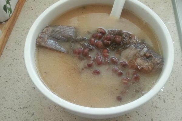 鲫鱼炖红豆汤的做法