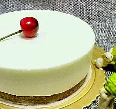 8寸酸奶慕斯蛋糕