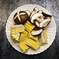 筒骨菌菇汤的做法图解3