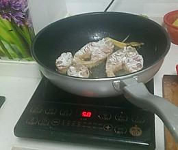 炸鲢鱼的做法
