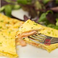 【曼步厨房】快手早餐 - 烟熏三文鱼蛋饼的做法图解7