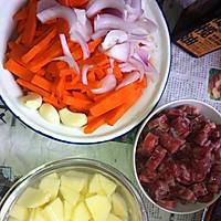 胡萝卜香肠土豆焖饭的做法图解2