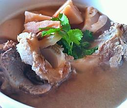 大骨头莲藕汤的做法