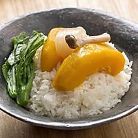 【腌蒸南瓜盖饭】【椰浆南瓜焖饭】一个小妙招,煮米饭更香更甜!的做法图解1
