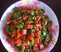 家常炒胡萝卜火腿青豆丁的做法