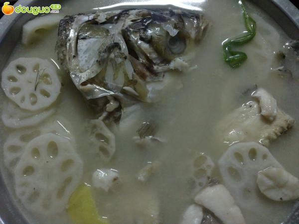 鲢鱼藕片汤的做法