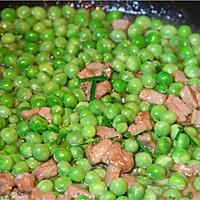 初夏的清新滋味,小豌豆炒肉丁的做法图解6
