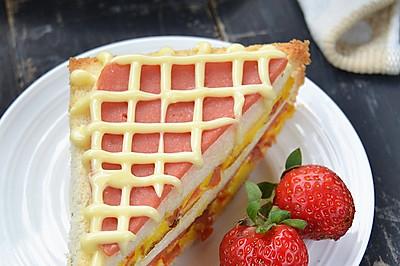 火腿番茄蛋三明治——爱心营养早餐