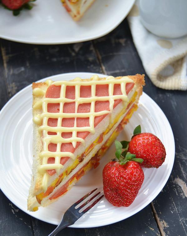 火腿番茄蛋三明治——爱心营养早餐的做法