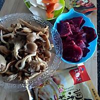 试用之平菇菜心焖牛肉#大喜大牛肉粉#的做法图解2